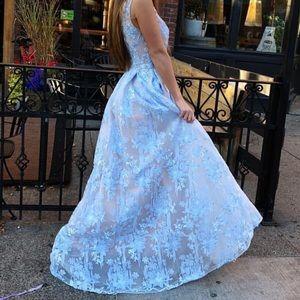 Lara gown size 14 brand new